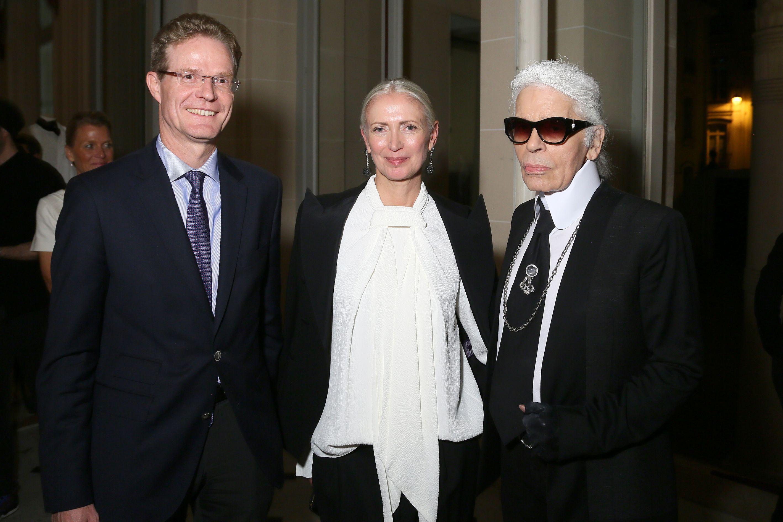 Nikolaus Meyer-Landrut Ambassador of the Federal Republic of Germany, Christiane Arp and Karl Lagerfeld attend Der Berliner Mode Salon